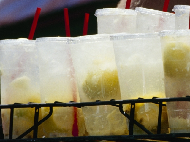 Five-year-old girl fined for setting up lemonade stand