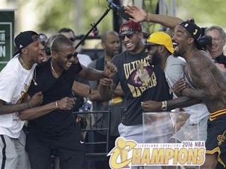 Massive crowd celebrates NBA title in Cleveland