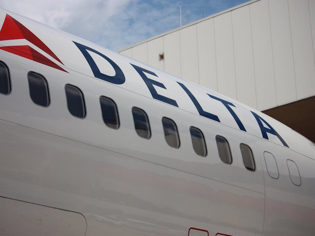 Delta plane delayed after fumes in cockpit