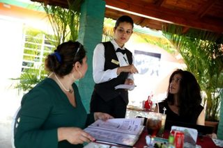 8 things waiters would love to say (but can't)