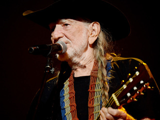 Willie Nelson not 'deathly ill,' publicist says