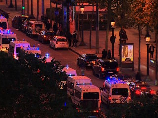 Officer killed on Champs-Eylsees in Paris