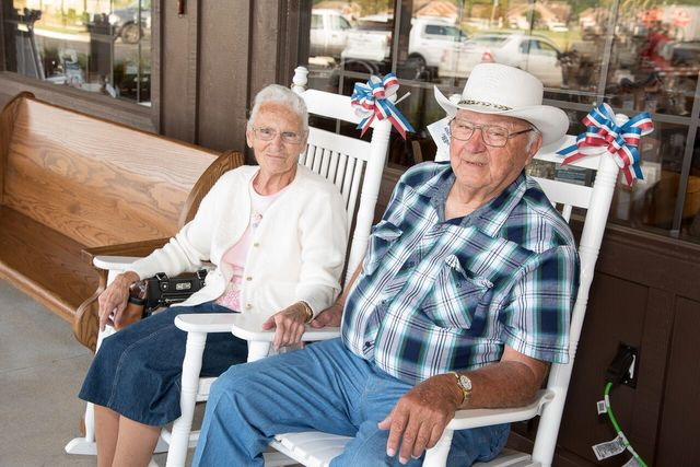 Indiana couple visiting every Cracker Barrel in USA