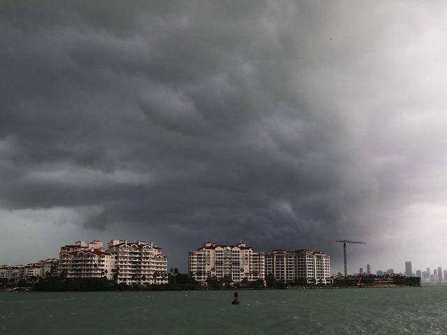 Mass exodus as Hurricane Irma eyes Florida, batters Cuba