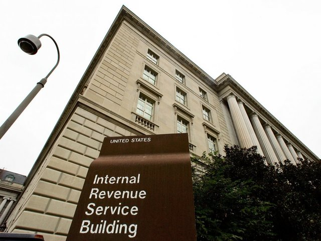 Under pressure, IRS suspends Equifax contract