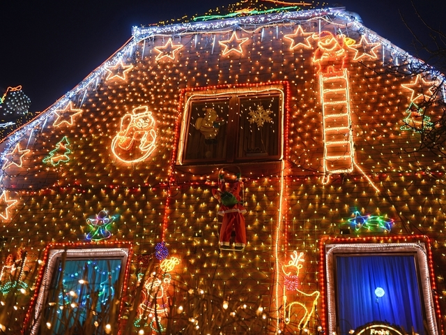 heres where you can listen to christmas music on the radio - Bakersfield Christmas Town
