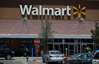 Walmart's worst day since '88 drags down the Dow