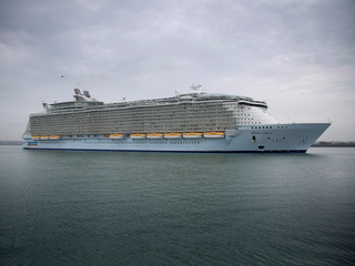 200 peopled sickened on cruise ship