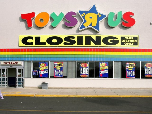 Last day to use Toys R Us gift cards April 21