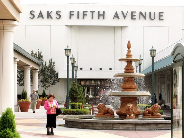 Hackers take 5 million payment cards from Saks, Lord & Taylor stores