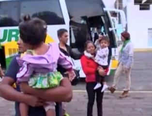 Caravan of migrants climbs on freight train
