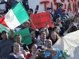 Hundreds protest migrants arriving in Tijuana